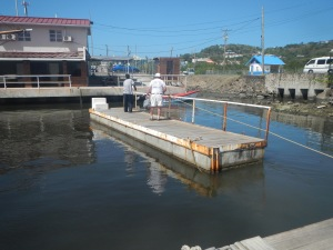 Getting around the extensive marina / dock complex at Rodney Bay involves a floating dock with a rope